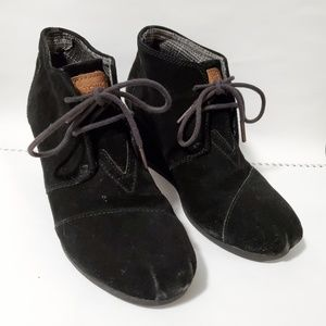 TOMS desert wedge suede black ankle boots
